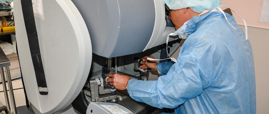 Robotic Assisted Laparoscopy Not Better Than Standard Laparoscopy